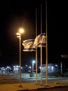 450px-Yom_HaShoah_Flags_halfmast