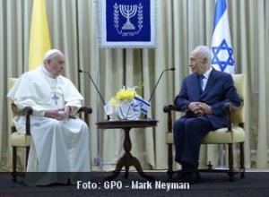 El papa y Shimon Peres