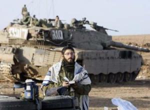 soldado_israeli_reza_frontera_gaza_seder_sod